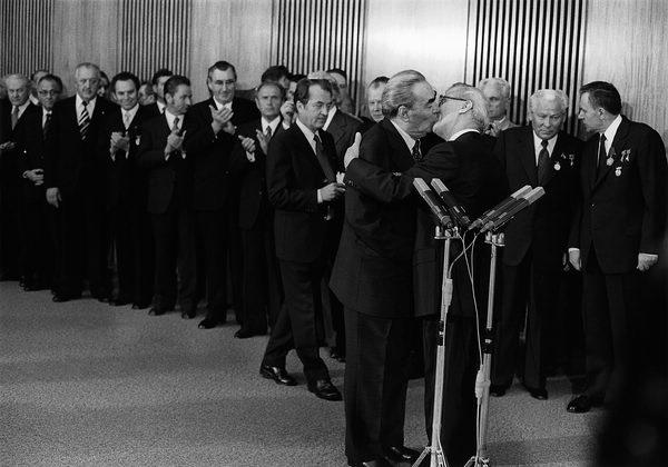Barbara Klemm: Bruderkuss Leonid Breschnew und Erich Honecker, 30. Jahrestag der DDR, Ost-Berlin, 1979 / Fraternal Kiss between Leonid Brezhnev and Erich Honecker, Marking Thirty Years of East Germany, East Berlin, 1979