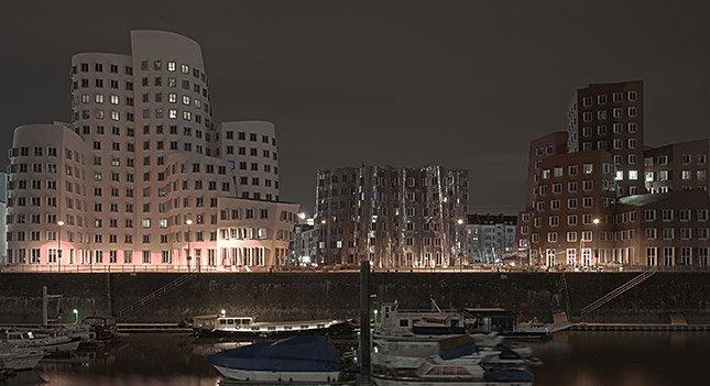 PACertified: Langzeitbelichtung im Düsseldorfer Medienhafen