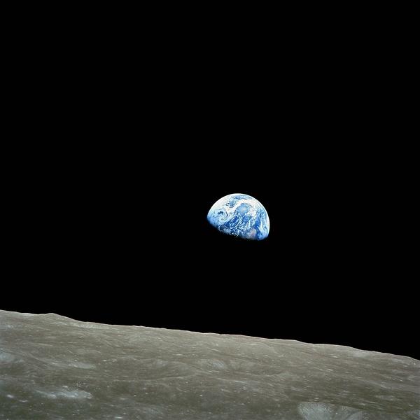 TV-Tipp: Weihnachtsbotschaft aus dem All. Das berühmte NASA-Foto Earthrise – Erdaufgang