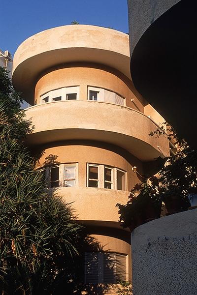 Rezension: Yigal Gawze. Form and Light. From Bauhaus to Tel Aviv Pelzmann House