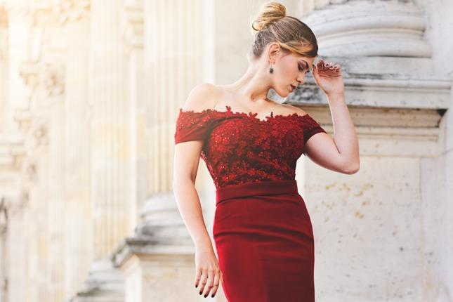 PACertified: Portrait- und Fashionfotografie in Paris. Model in rotem Kleid