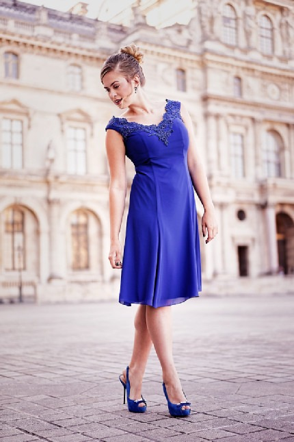PACertified: Portrait- und Fashionfotografie in Paris. Model in blauem Kleid