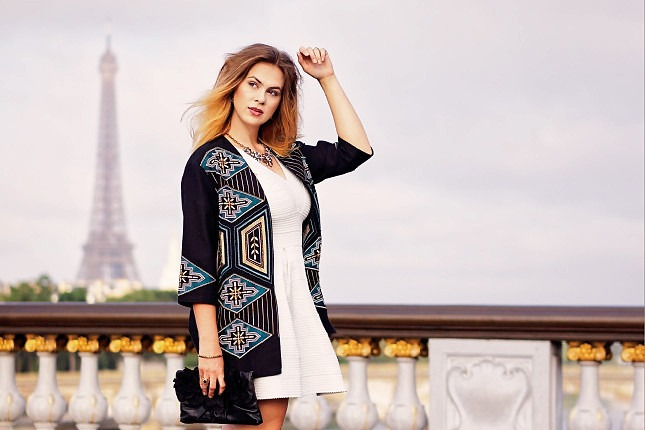 PACertified: Portrait- und Fashionfotografie in Paris. Model vor Eiffelturm