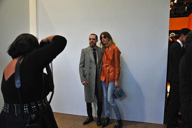 """TVTipp: Wir sind Fashion! Justin O'Shea, Chefeinkäufer des Luxusportals """"mytheresa"""", mit dem It-Girl der Modeszene Veronika Heilbrunner."""