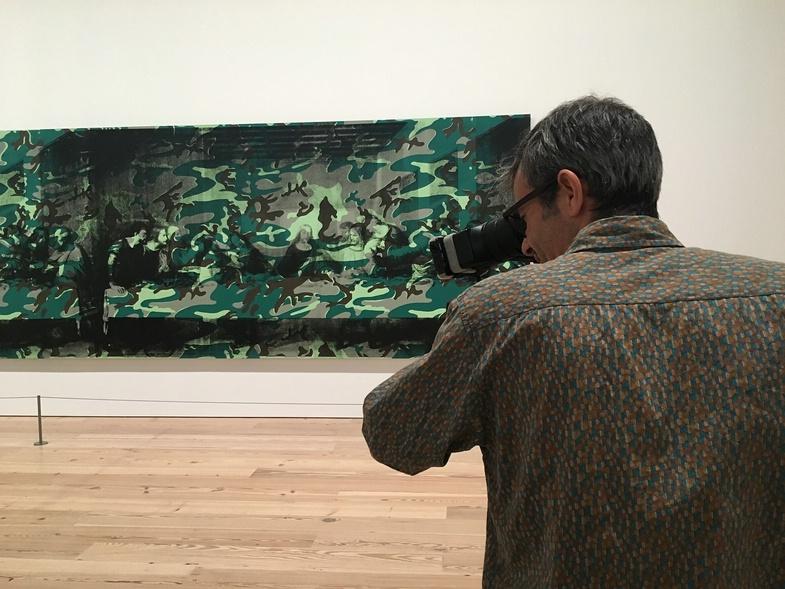 """TVTipp: Andy Warhol. Kameramann vor dem Gemälde von Andy Warhol """"Last Supper"""""""