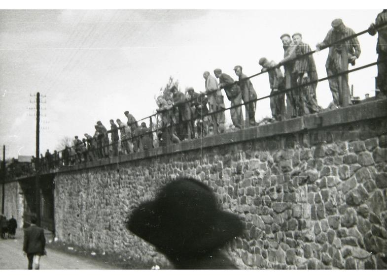 TVTipp: Todeszug in die Freiheit. KZ-Häftlinge des Zuges am Rande der Strecke