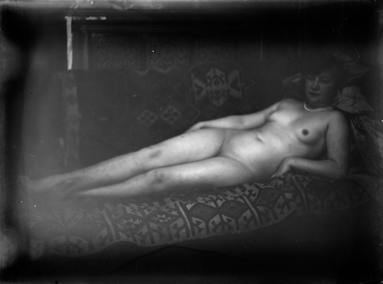 Ernst Ludwig Kirchner. Der Maler als Fotograf. Liegender Akt.
