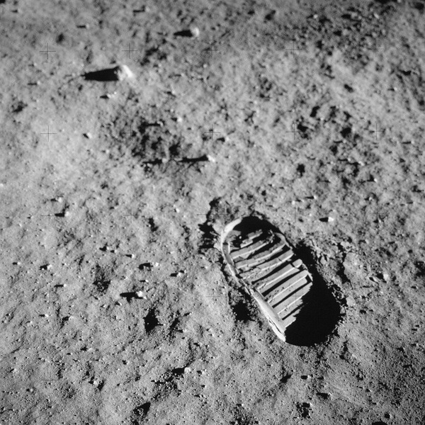 """Hasselblad feiert """"50 Years On The Moon"""""""